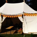 Verkoop van middeleeuwse tenten, wit
