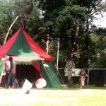 Huur een middeleeuwse tent, groen met rood