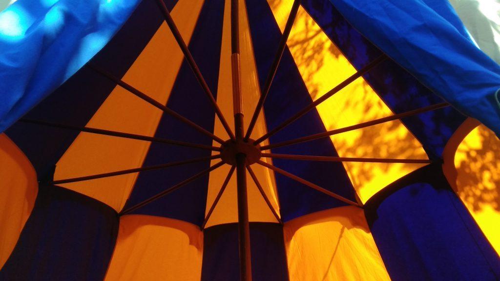 Historische tent kopen, verkoop middeleeuwse tenten, Merlin kasteeltent geel met blauw