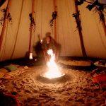 Vuurschaal in tipi tent