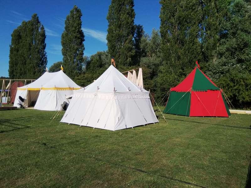 Jeanne d'Arc, theater voorstelling in Zoetermeer, middeleeuwse tenten, kasteel tenten