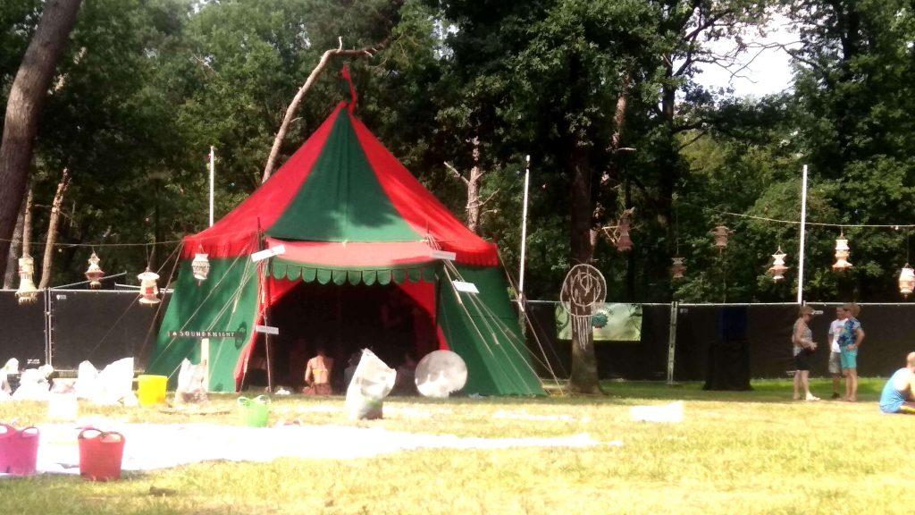 Kasteel tenten op festivals